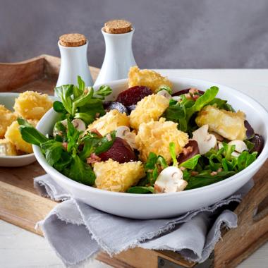 Bildmotiv für Champignon Camembert - Gebackener Mandel-Camembert auf Feldsalat